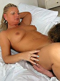 15 incest picts! Best friend`s mom asked her son`s friend to cum on her face!