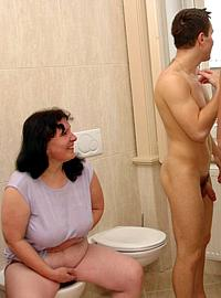 15 incest picts! Guys got MILF in bathroom!