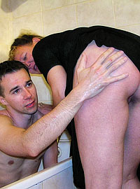 15 incest picts! MILF nanny visits neighbor guy in the bathroom, washes him and ...!